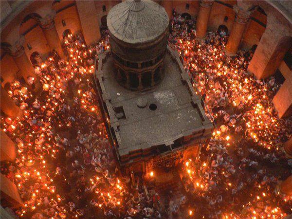 Чудо схождения Благодатного Огня на Пасху в Иерусалиме