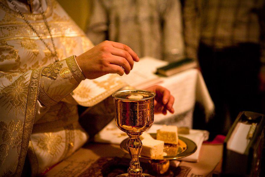 Почему вино – кровь Христова, а хлеб – Его тело?